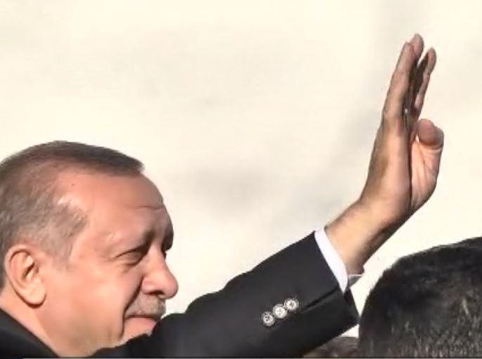 Τι σημαίνει «ραμπιά» και γιατί ο Ερντογάν χαιρετά με