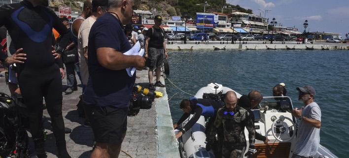 Δύτες στο λιμάνι της Ραφήνας, μετά την τραγωδία/ Φωτογραφία: EUROKINISSI- ΤΑΤΙΑΝΑ ΜΠΟΛΑΡΗ