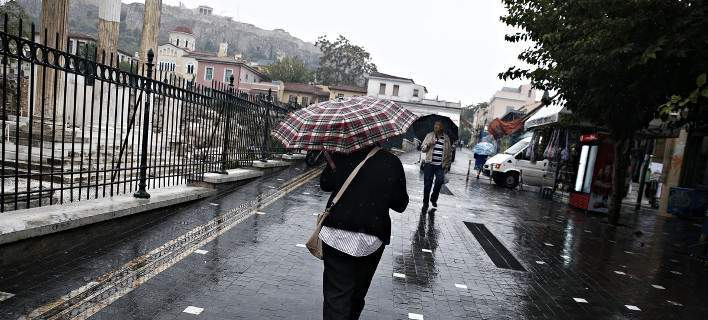 Ο καιρός δείχνει τα «δόντια» του: Βροχές και καταιγίδες και την Τρίτη