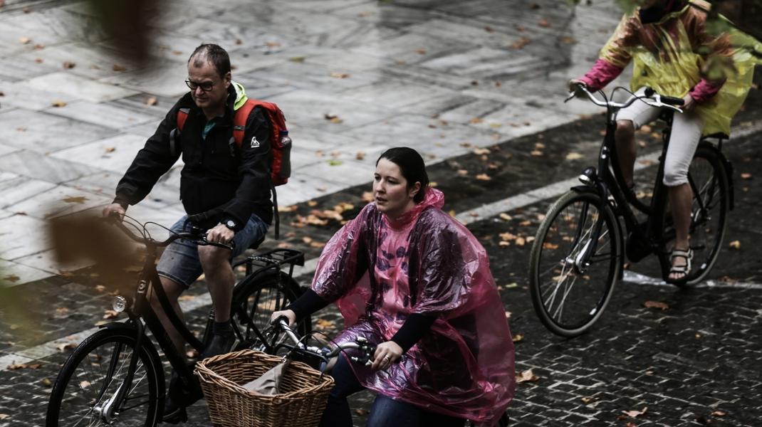 Κι όμως, η εικόνα είναι τραβηγμένη στην βροχερή Αθήνα -Φωτογραφία: Theodore Manolopoulos / SOOC