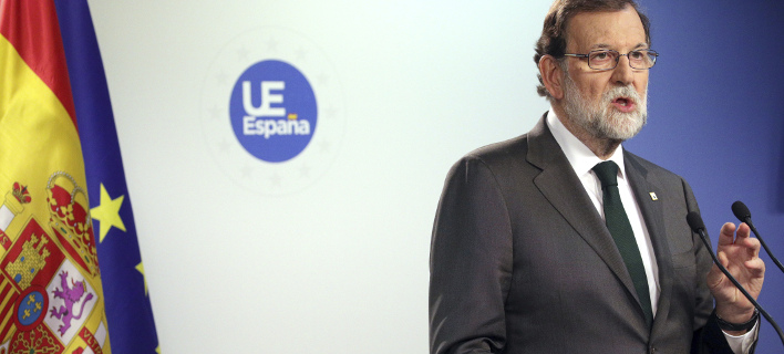 Ο Ραχόι ανακοίνωση την ενεργοποίηση του άρθρου 155 (Φωτογραφία: AP/ Olivier Matthys)