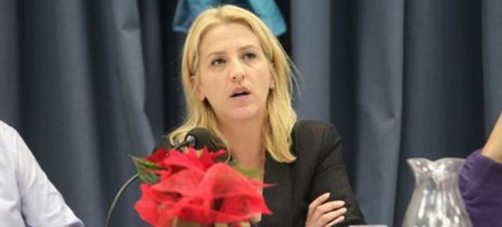 Ρένα Δούρου: Η κυβέρνηση καταρρέει και καταστρέφει