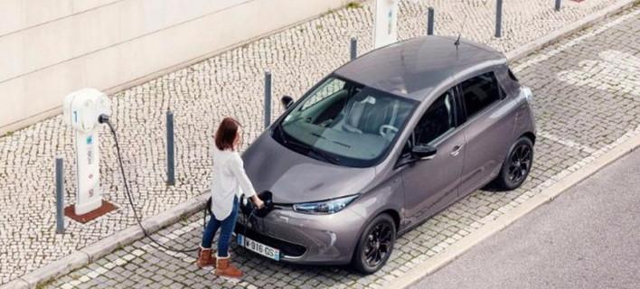 Η Renault θεωρεί πως το 2025 ηλεκτρικά και συμβατικά μοντέλα θα κοστίζουν το ίδιο