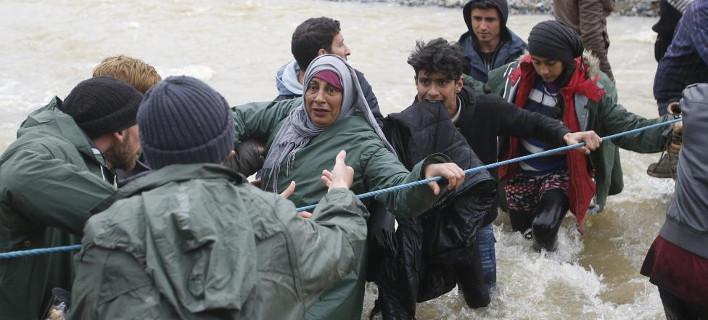 Συγκλονιστικές φωτογραφίες του Reuters -H μεγάλη «απόδραση» των προσφύγων από την Ειδομένη [εικόνες]