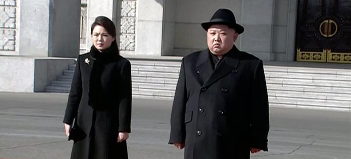 Η Ρι Σολ Γιου κι ο σύζυγός της, Κιμ Γιονγκ Ουν (Φωτογραφία: ΑΡ)