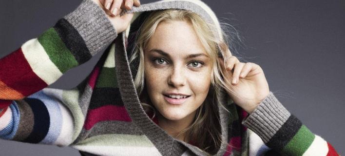 Ριγέ πουλόβερ με χρώμα: Φόρεσε τη μεγάλη τάση της σεζόν και άλλαξε διάθεση