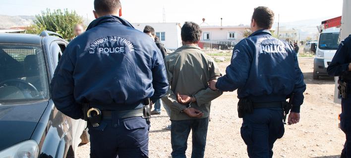 Συλλήψεις Ρομά για τους πετροβολισμούς αυτοκινήτων στη γέφυρα του τρόμου στη Θήβα [εικόνα]