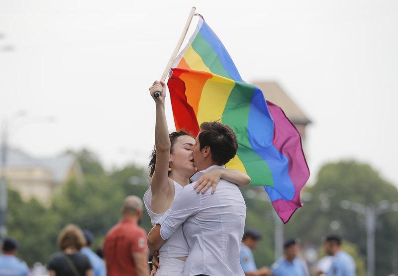 «Η ρουμανική Γερουσία μετατρέπει την ομοφοβία σε αξία του κράτους» λέει η ένωση Accept