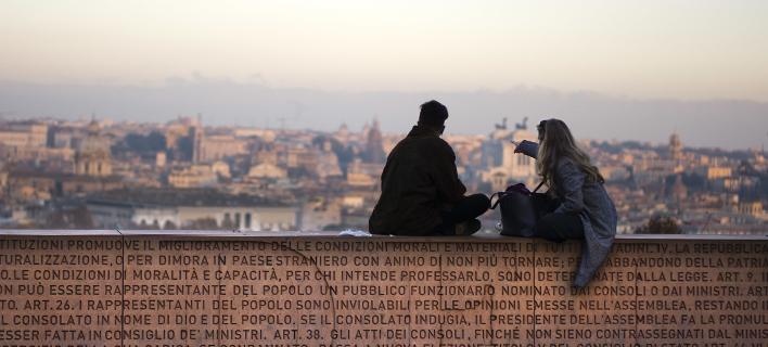 Οι Ιταλοί αδειάζουν τους λογαριασμούς τους και αγοράζουν χρυσό -Φόβος για το δημοψήφισμα