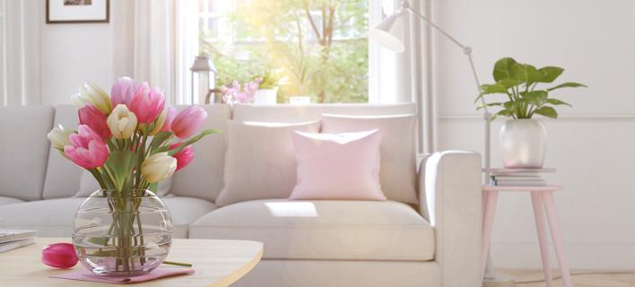 Σαλόνι με πολύ φυσικό φως, Φωτογραφία: Shutterstock/By 2M media