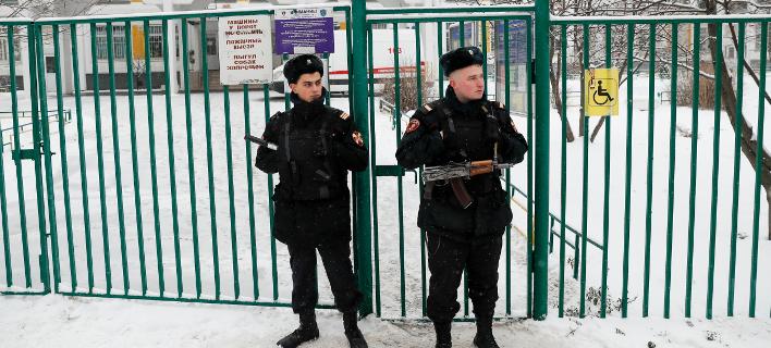 Ρωσία: Δύο τραυματίες αστυνομικοί από επίθεση με χειροβομβίδα (Φωτογραφία: AP Photo/Pavel Golovkin)