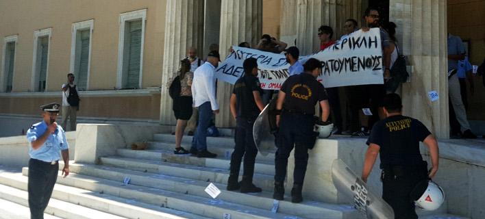 «Δεν έπρεπε να φύγουν ανενόχλητοι» -Σάλος και στην ΕΛ.ΑΣ. για το χειρισμό των μελών του Ρουβίκωνα