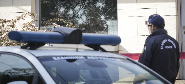 Από την επίθεση του Ρουβίκωνα στην πρεσβεία του Καναδά / Φωτογραφία: EUROKINISSI/ΓΙΑΝΝΗΣ ΠΑΝΑΓΟΠΟΥΛΟΣ