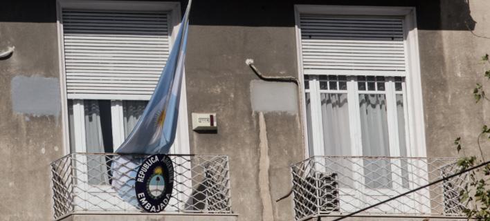 Δύο συλλήψεις για την εισβολή Ρουβίκωνα στην πρεσβεία της Αργεντινής -Φωτογραφία: EUROKINISSI/ΧΡΗΣΤΟΣ ΜΠΟΝΗΣ