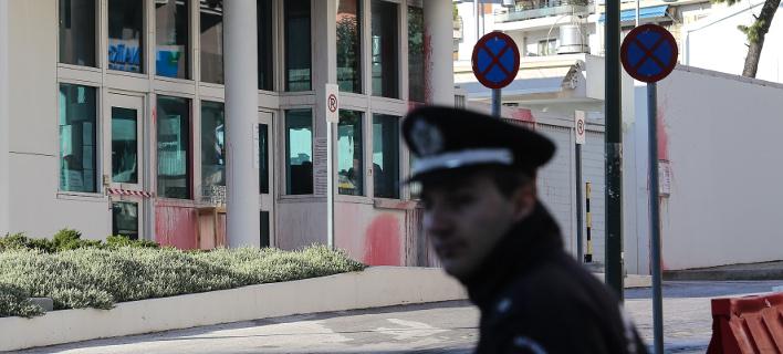 Η αμερικανική πρεσβεία μετά την επίθεση του Ρουβίκωνα- φωτογραφία intimenews