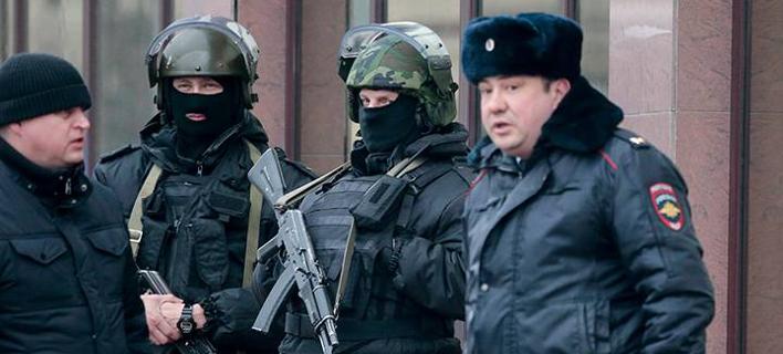 Ρωσία: Eνας άνδρας καταδικάστηκε σε κάθειρξη 14 ετών διότι έκοψε τα χέρια της γυναίκας του με ένα τσεκούρι