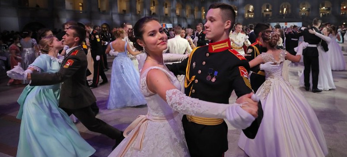 Ο ετήσιος χορός των Ρώσων νεαρών στρατιωτικών. Φωτογραφία: AP