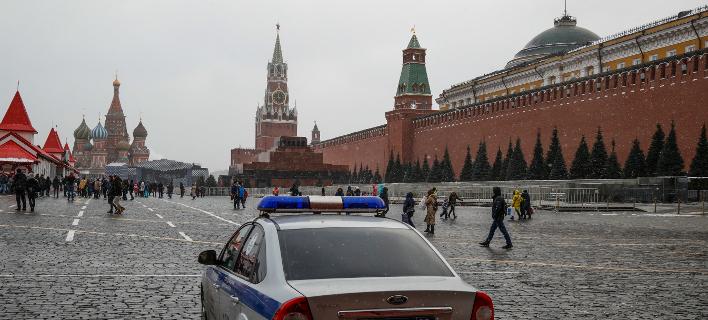 Παρατείνονται για ένα εξάμηνο οι κυρώσεις που έχουν επιβληθεί σε Ρώσους πολίτες και εταιρείες
