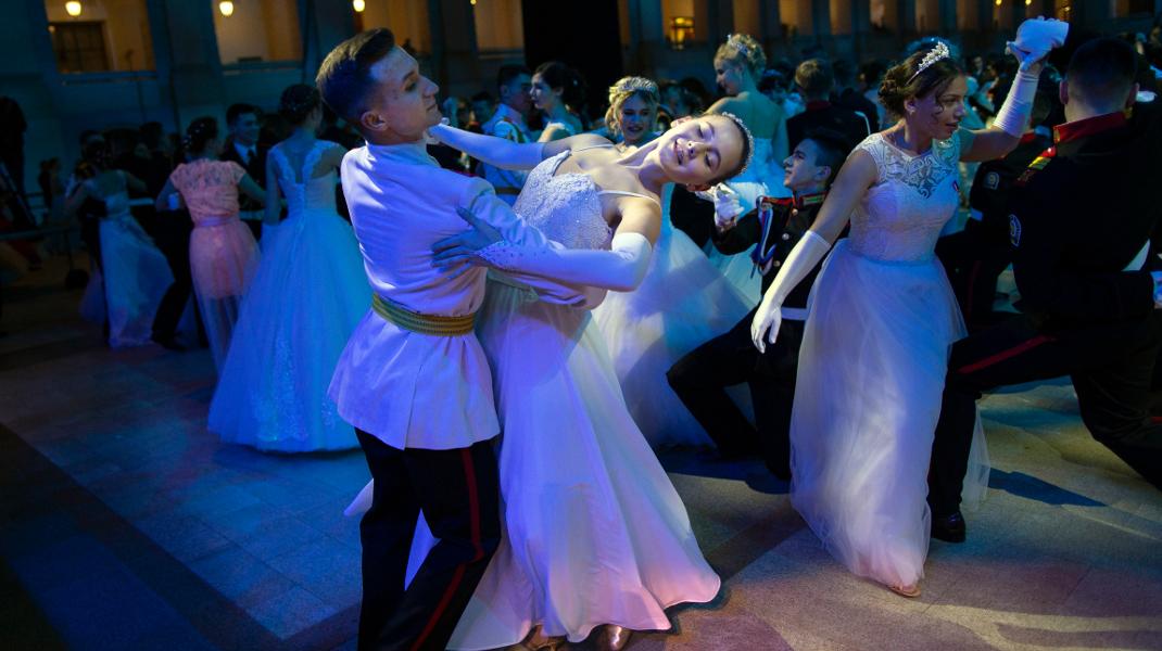 Ο ετήσιος χορός των στρατιωτικών σχολών της Ρωσίας  -Φωτογραφία: AP Photo/Alexander Zemlianichenko