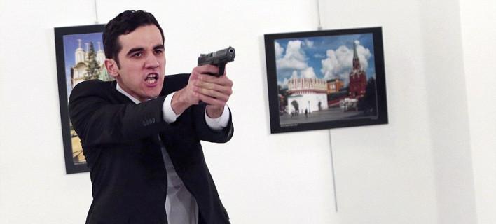 Αιχμές από Hurriyet: Γιατί η αστυνομία σκότωσε τον δολοφόνο του Ρώσου πρέσβη;