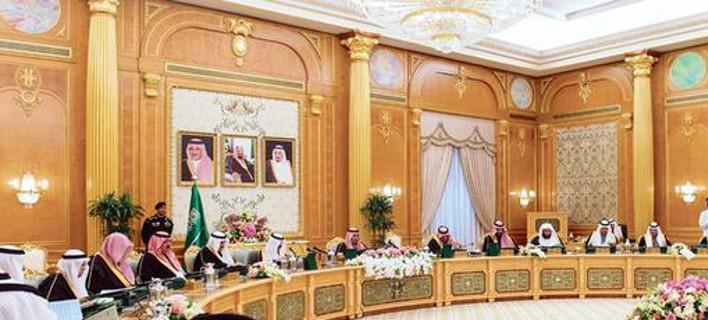 Πρωτοφανές: Η Σαουδική Αραβία έχει έλλειμμα και επιβάλλει λιτότητα στους πολίτες