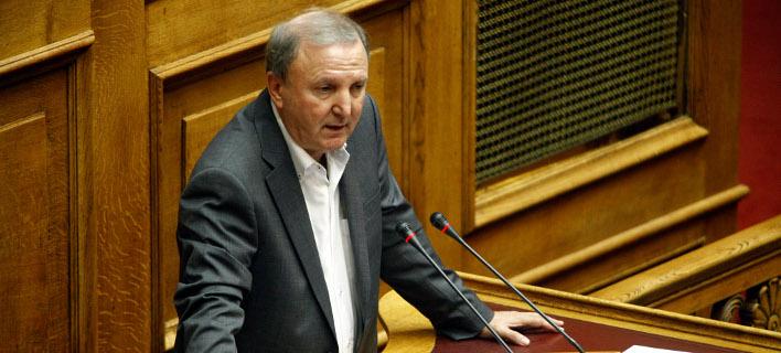 Ο Σάκης Παπαδόπουλος, βουλευτής ΣΥΡΙΖΑ προειδοποιεί ΑΝΕΛ -Φωτογραφία: EUROKINISSI/ΓΙΩΡΓΟΣ ΚΟΝΤΑΡΙΝΗΣ
