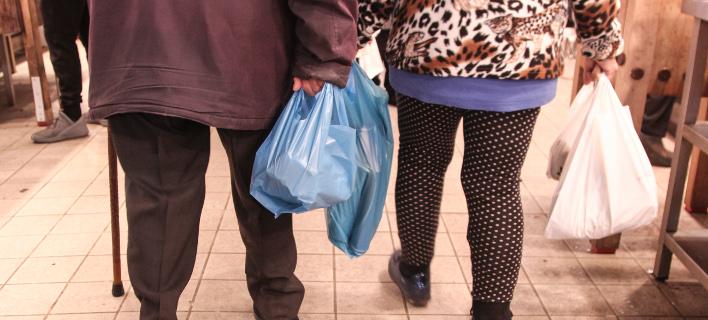 Με ειδικό περιβαλλοντικό τέλος επιβαρύνεται από σήμερα η πλαστική σακούλα/ Φωτογραφία: Eurokinissi