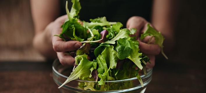 Hand salad: Ο νέος τρόπος να τρως τη σαλάτα δεν είναι καθόλου βαρετός