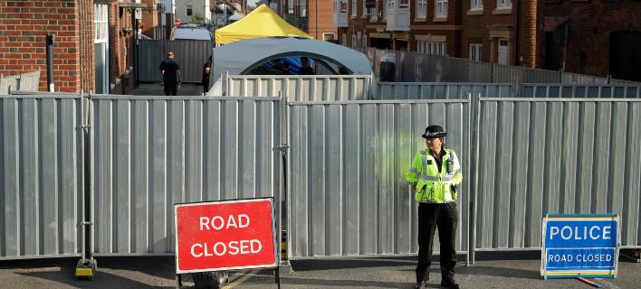Οι Αρχές έχουν αποκλείσει όλα τα σημεία στο Σάλσμπερι, που επισκέφθε το ζευγάρι πριν καταρρεύσει (Φωτογραφία: ΑΡ)