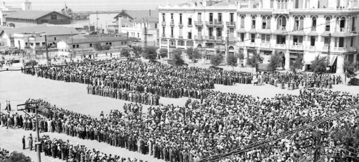 Φωτογραφία: wikipedia/ Συγκέντρωση Εβραίων στην πλατεία Ελευθερίας βάσει γερμανικής διαταγής
