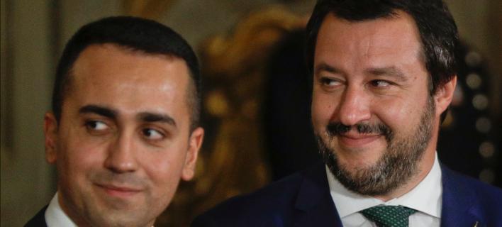 Ο νέος υπουργός εσωτερικών της Ιταλίας, Ματτέο Σαλβίνι (δεξιά) με τον Λουίτζι ντι Μάιο/ Φωτογραφία: AP