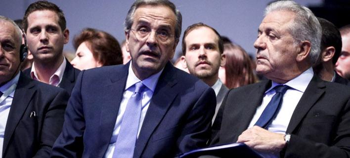 Ο Αντώνης Σαμαράς με τον Δημήτρη Αβραμόπουλο (Φωτογραφία: EUROKINISSI/ΓΙΩΡΓΟΣ ΚΟΝΤΑΡΙΝΗΣ)