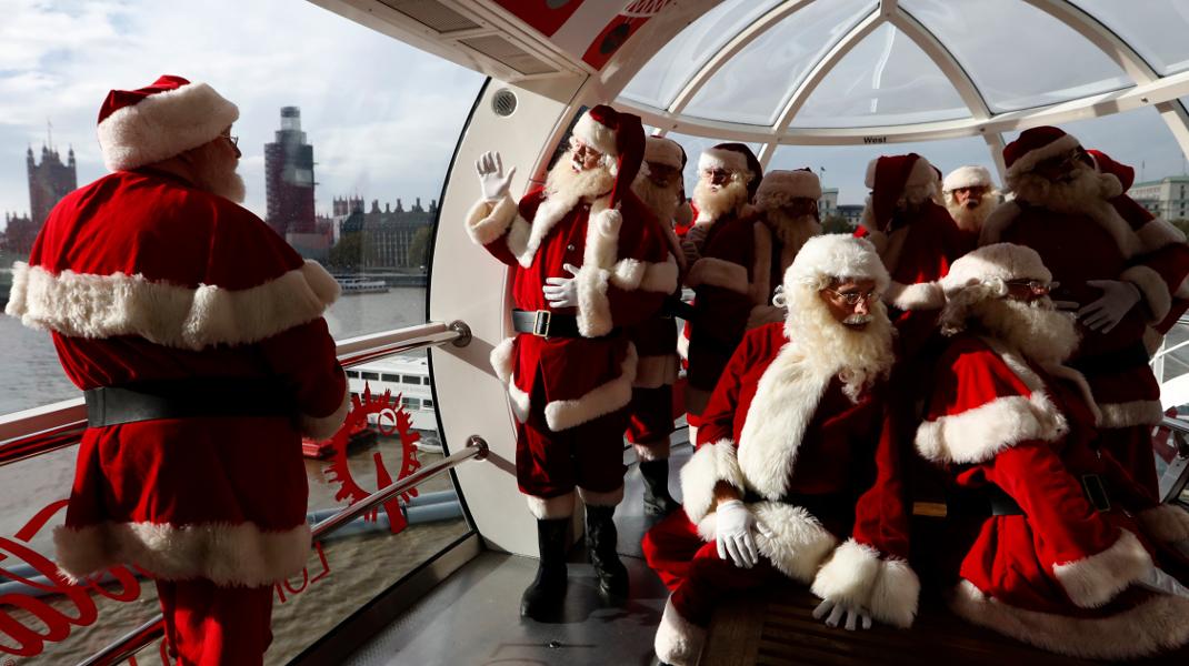 Πλησιάζουν τα Χριστούγεννα: Μαθητές της σχολής Αγιοβασίληδων στη Βρετανία, κάνουν βόλτα στη «ρόδα» του Λονδίνου -Φωτογραφία: AP Photo/Alastair Grant
