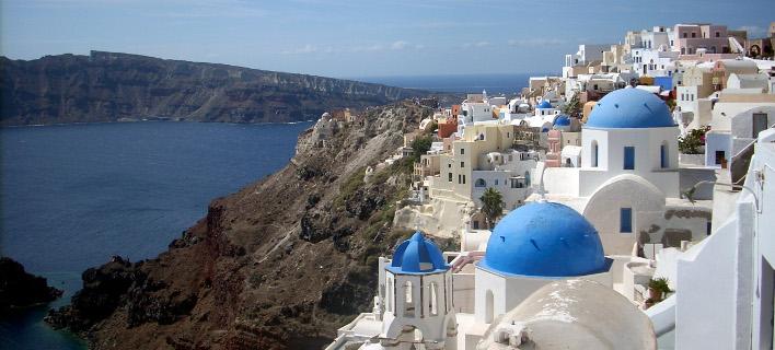 SZ: Η Ελλάδα βιώνει μια «έκρηξη» τουριστών -Οι Γερμανοί λατρεύουν τον ήλιο, τη ζέστη και το γαλάζιο της θάλασσας