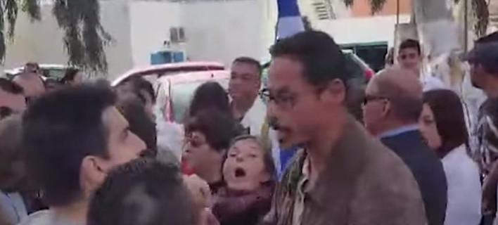 Σαντορίνη: Χρυσαυγίτες έκαναν επεισόδια και ακύρωσαν την παρέλαση -Επειδή η σημαιοφόρος ήταν από την Αλβανία [βίντεο]
