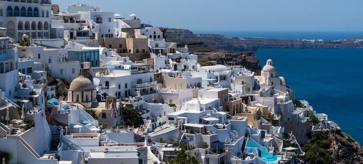 Διακοπές σε ξενοδοχείο ο Ελληνας; -Ούτε να το σκέφτεται!