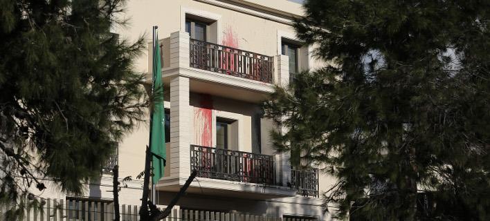 καταδρομική επίθεση του Ρουβίκωνα στην πρεσβεία της Σαουδικής Αραβίας / Intimenews: Γιάννης Λιάκος