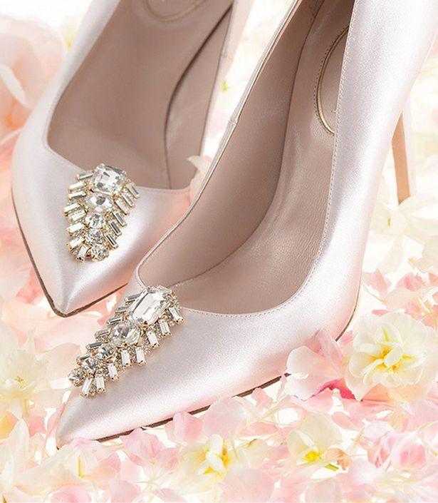 472def3d22fa Η Σάρα Τζέσικα Πάρκερ σχεδίασε τα ομορφότερα νυφικά παπούτσια -Ανατρεπτικά  σχέδια και χρώματα  εικόνες