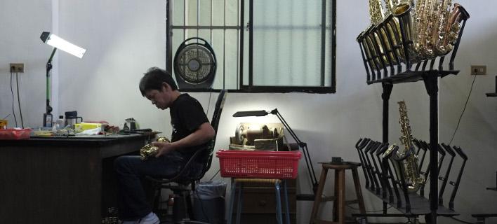 Σχεδόν κάθε οικογένεια παίζει και κατασκευάζει σαξόφωνα- φωτογραφίες: AP images