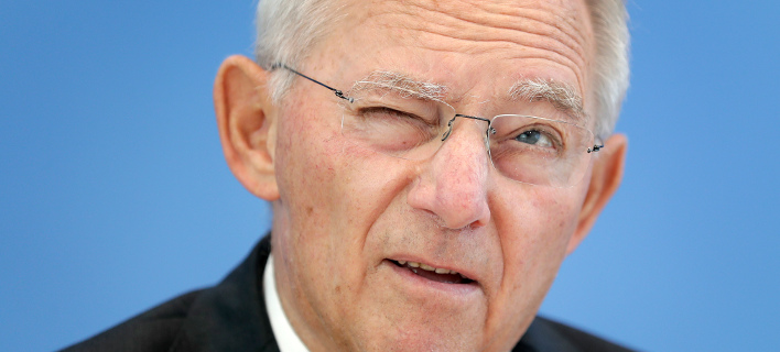 Ο γερμανικός Τύπος προεξοφλεί ότι ο Σόιμπλε θα παραμείνει στη θέση του - Φωτογραφία: AP Photo/Michael Sohn