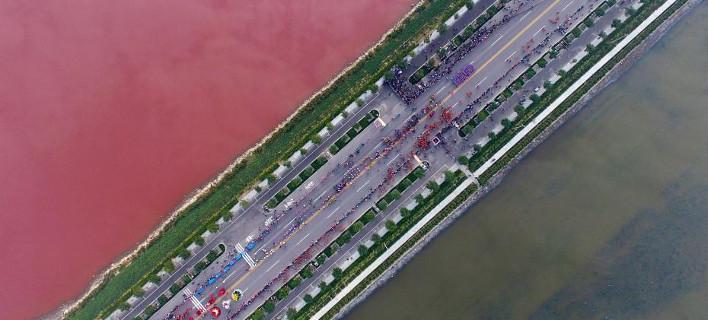 Μισή ροζ και μισή πράσινη η διάσημη «νεκρά θάλασσα» της Κίνας