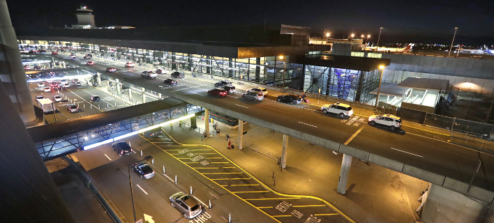 Ο μηχανικός προκάλεσε πανικό στο αεροδρόμιο του Σιάτλ (Φωτογραφία: AP/ Elaine Thompson)