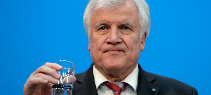 Ο νέος υπουργός Εσωτερικών της Γερμανίας, Χορστ Ζεεχόφερ (Φωτογραφία: ΑΡ)