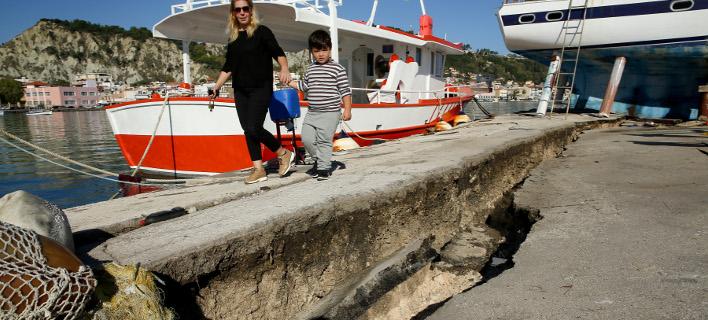 Ρήγμα στο λιμάνι της Ζακύνθου από το σεισμό /Φωτογραφία: Intime News-Λιάκος Γιάννης