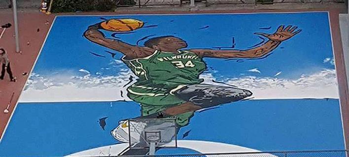 Ζωγράφισαν τον Αντετοκούνμπο σε γήπεδο στα Σεπόλια – Εκεί που ξεκίνησε να παίζει μπάσκετ [εικόνα]