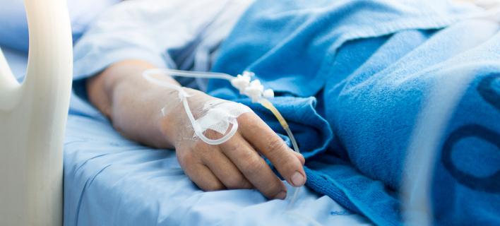 Άνδρας σε νοσοκομείο /Φωτογραφία: Shutterstock