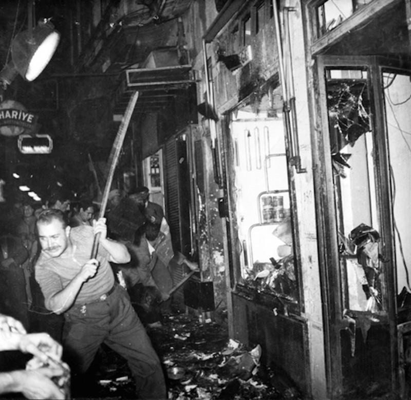 Ολο το βράδυ της 6ης Σεπτεμβρίου έσπαζαν και έκαιγαν χωρίς η αστυνομία να παρέμβει