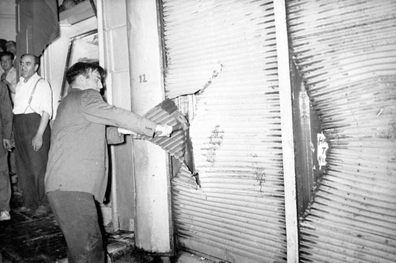 Ο όχλος κατέστεψε τα καταστήματα των Ελλήνων της Πόλης