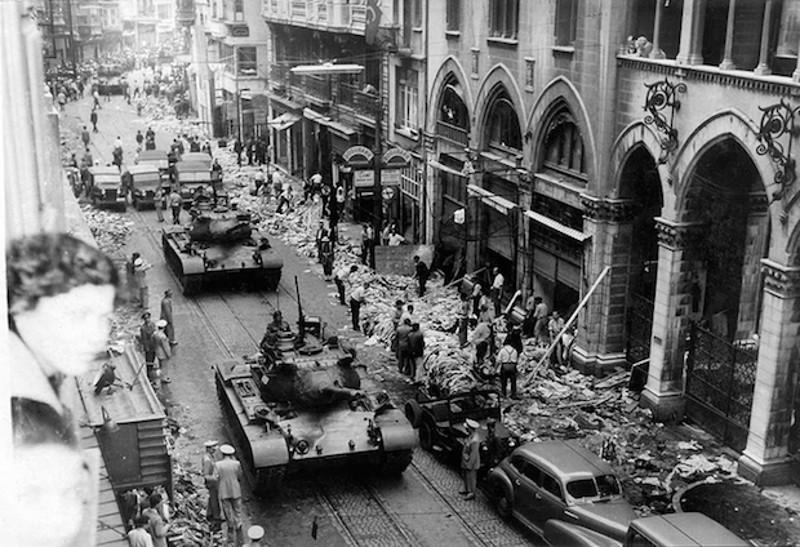 Μετά την διεθνή κατακραυγή, ο στρατός βγήκε στους δρόμους για να σταματήσει το πογκρόμ
