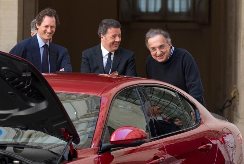 Ο Σέρτζιο Μαρκιόνε με τον Ματέο Ρέντσι και τον Τζον Έλκαν